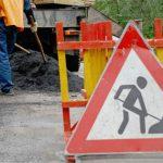 Водителям придётся потесниться: более 20 столичных улиц сегодня будут перекрыты