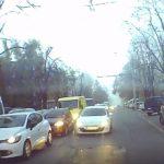 Сверхнаглого автохама на Ботанике наказал принципиальный водитель (ВИДЕО)