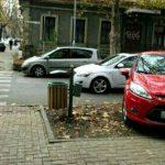 Разъезжающий по тротуару автохам был оштрафован и за парковку на газоне (ФОТО)