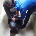 Трое хулиганов без причины избили молодого кишиневца (ВИДЕО)