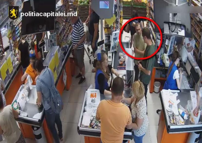 Похитители сумки из камеры хранения супермаркета разыскиваются полицией Кишинева (ВИДЕО)