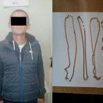 В столице грабитель дождался ухода хозяев и вынес из квартиры золотые украшения (ВИДЕО)
