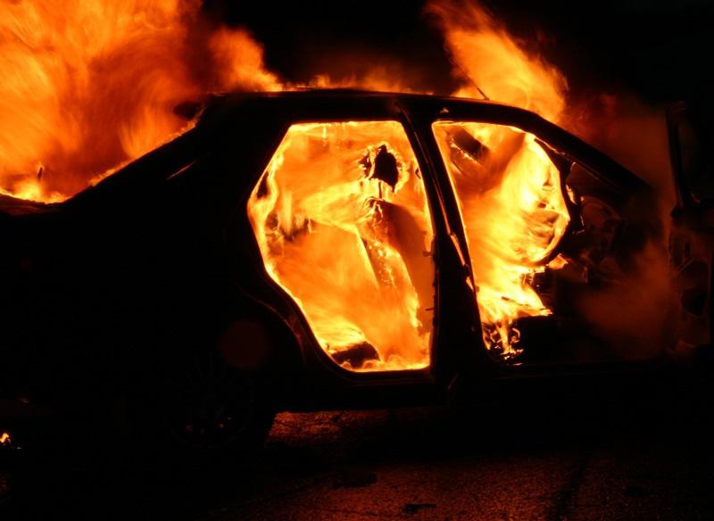 В Слободзейском районе мужчина и его дочь едва успели выбраться из горящей машины