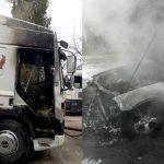 В столице средь бела дня загорелись автомобиль BMW и фура