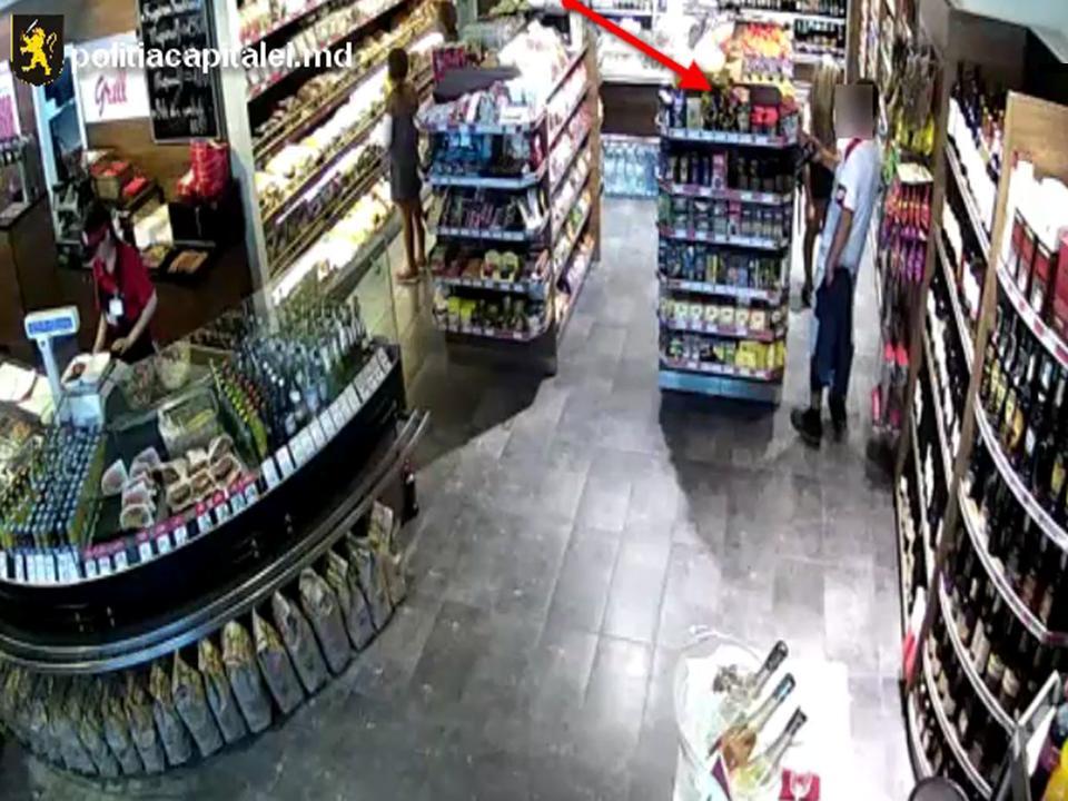 В Кишиневе мужчина целый месяц воровал продукты из магазина (ВИДЕО)