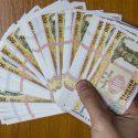 Житель столицы нашёл на улице крупную сумму денег и принёс их в полицию