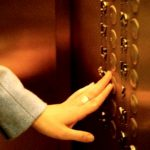 Орудовавшего на улицах и в лифтах малолетнего воришку схватила столичная полиция (ВИДЕО)