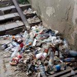 Позором столицы назвали горожане полный мусора подземный переход у Южного автовокзала (ФОТО)