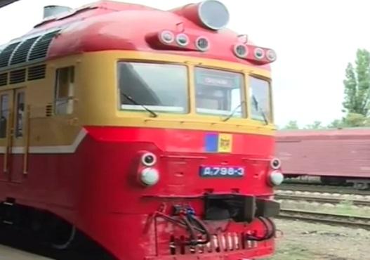 Вместо свалки – рейсы: в Молдове 40-летний поезд выводят вновь на маршрут (ВИДЕО)