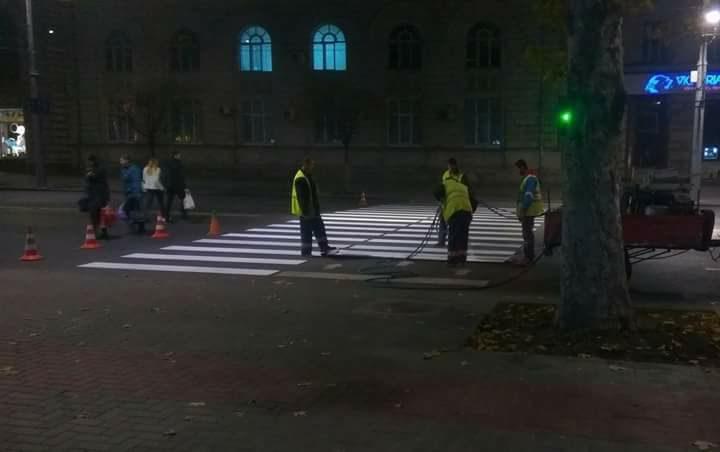 Методы нанесения разметки на дороги столицы вызвали споры в соцсети (ФОТО)