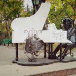 В Кишиневе появилась еще одна необычная скульптура (ФОТО)