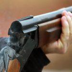 В шаге от трагедии: мужчину случайно ранил из охотничьего ружья его родной дядя