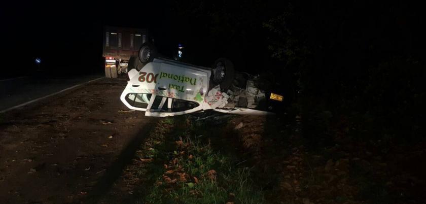 В Ставченах в результате аварии перевернулся автомобиль такси (ФОТО)