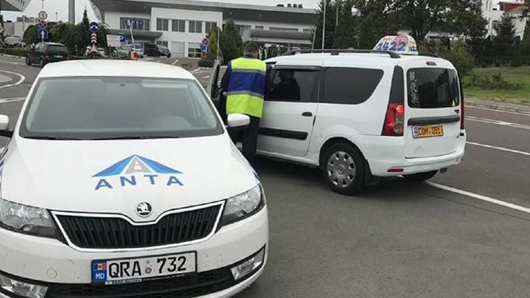 Переписка двух чиновников в соцсети привела к наказанию столичных таксистов