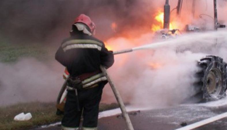 Второй за день пожар на трассе Кишинев-Оргеев: на этот раз загорелся трактор