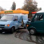 В Тирасполе столкнулись микроавтобус и маршрутка с пассажирами: есть раненые (ФОТО)