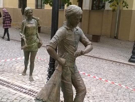 Сюрприз ко Дню города: на пешеходной улице Кишинева установили необычный памятник (ФОТО)