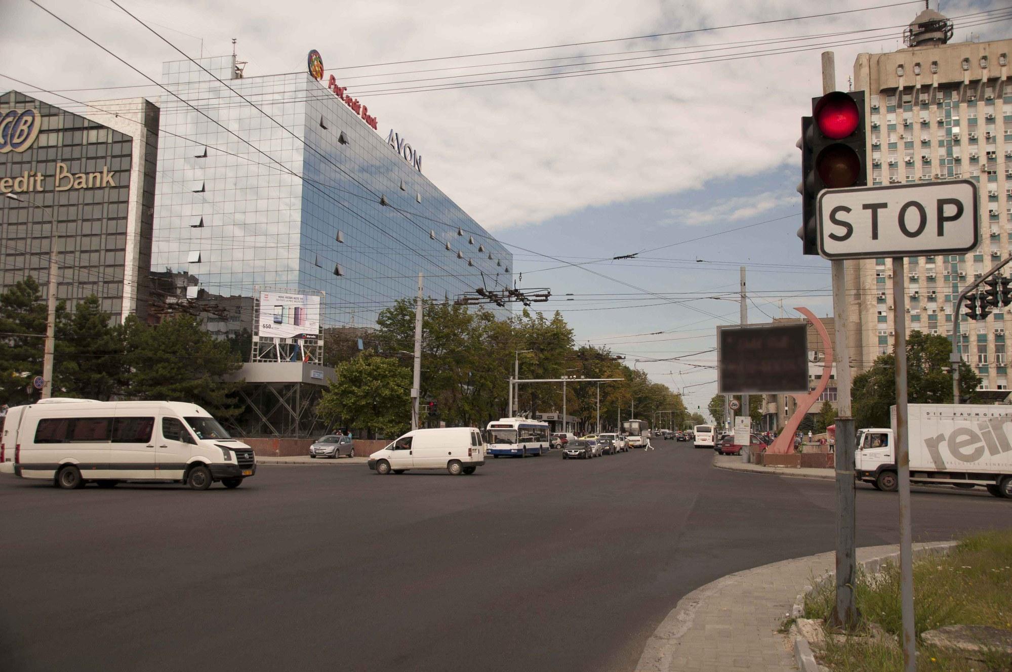 СМИ: Поставка плитки для ремонта бульвара Штефана чел Маре приостановлена из-за долгов примэрии (ФОТО)