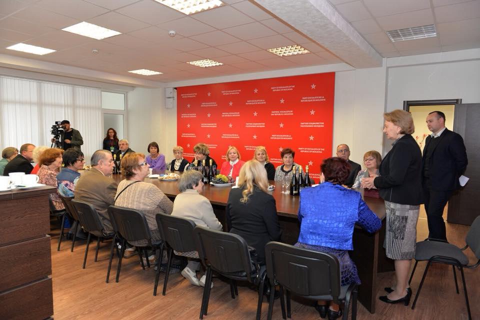 В преддверии Дня учителя председатель ПСРМ встретилась с выдающимися педагогами Молдовы