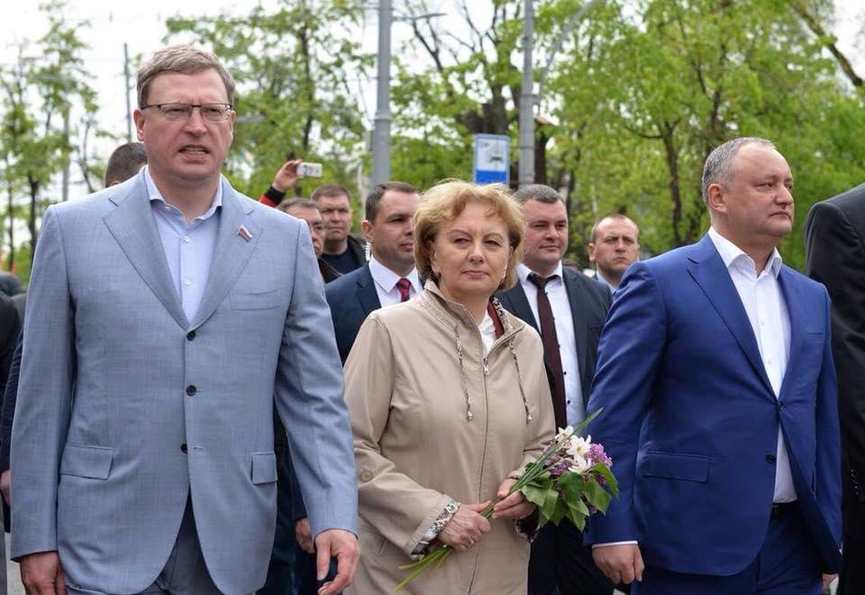 Президент поздравил врио губернатора Омской области с назначением на должность
