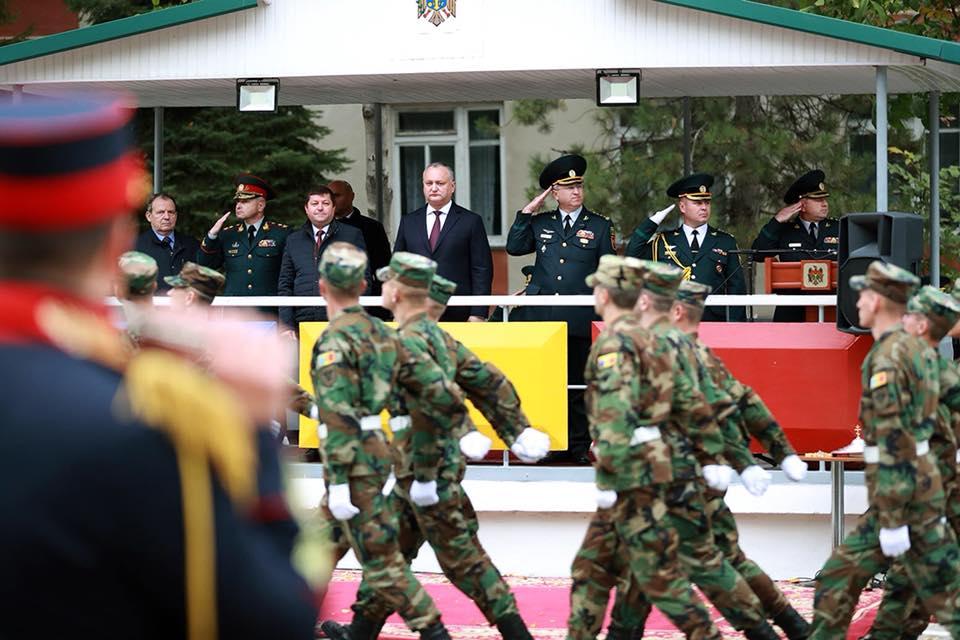 Президент вручил награды второй Моторизированной пехотной бригаде им. Штефана чел Маре и ее служащим