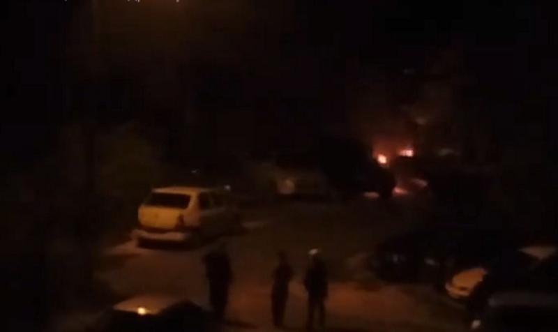 В столице посреди ночи загорелся автомобиль (ВИДЕО)