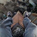 32-летний житель столицы попытался прыгнуть с 9-го этажа жилого дома в Кишиневе (ВИДЕО)