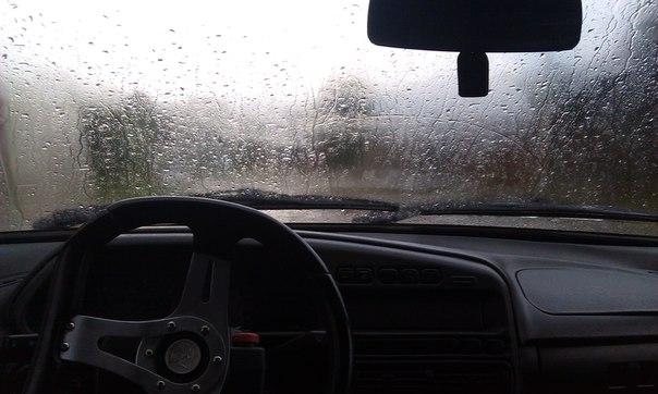 НИП предупреждает водителей об опасностях на дорогах из-за дождя (ВИДЕО)