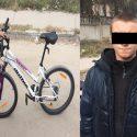 В Кишиневе несовершеннолетний украл велосипед, припаркованный у магазина (ВИДЕО)
