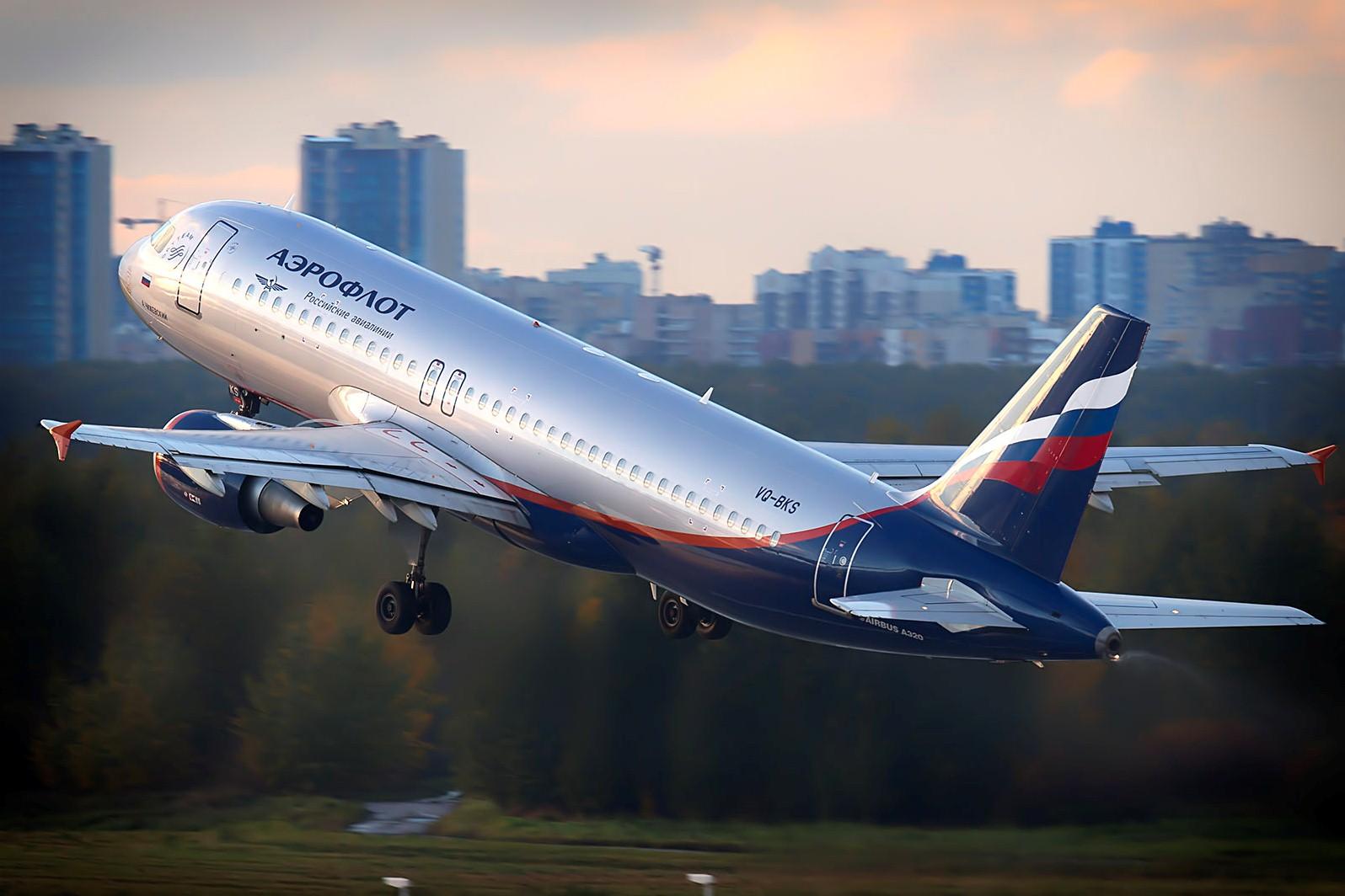 Самолет Москва-Кишинев развернули в полете из-за потерявшего сознание пассажира