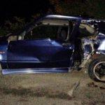 Два молодых человека влетели в столб на машине в Дрокии