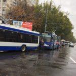 Безответственные водители заблокировали движение троллейбусов в Кишиневе