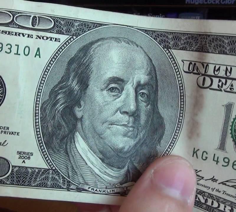 Тираспольчанин попытался обменять в банке найденную на улице фальшивую купюру
