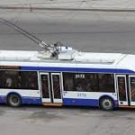 В Кишиневе троллейбус, закрыв двери, протащил женщину по асфальту (ВИДЕО)