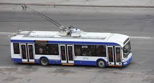 Многие троллейбусы и автобусы изменят сегодня маршруты своего движения