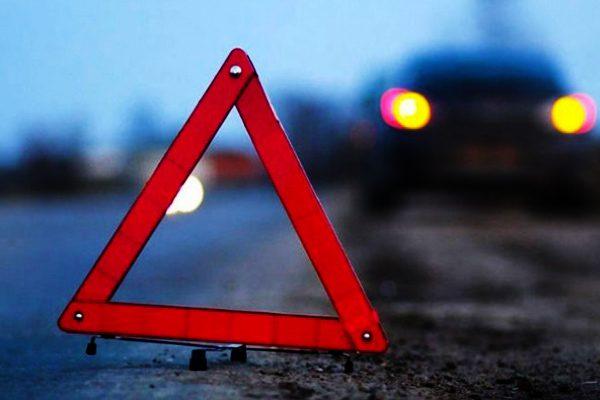 Мотоциклист погиб, а пешеход находится между жизнью и смертью после серьезного ДТП (ВИДЕО)