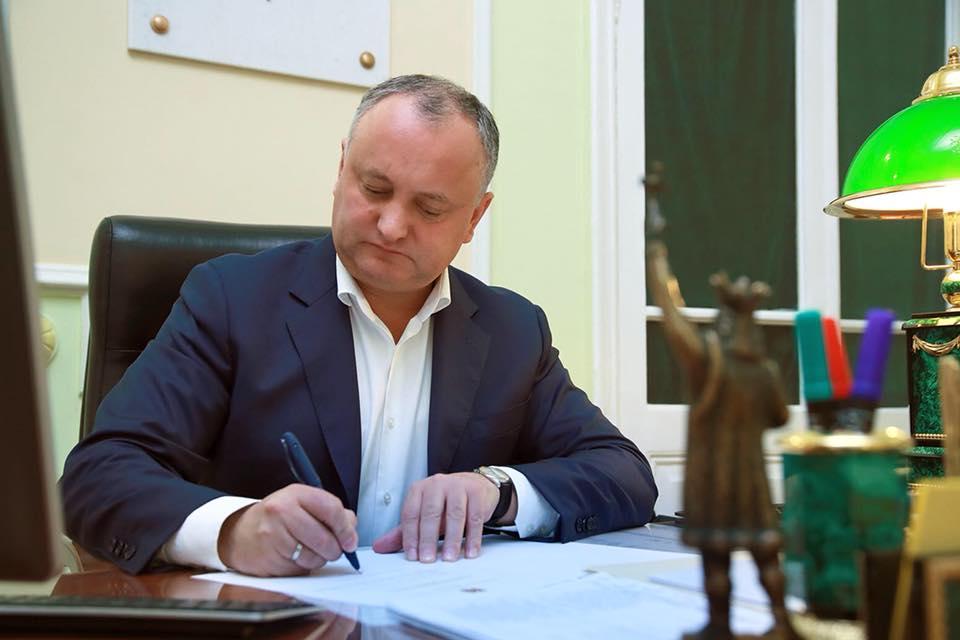 Додон промульгировал поправку в Закон о бюджете и призвал кишиневцев прийти на референдум анти-Киртоакэ
