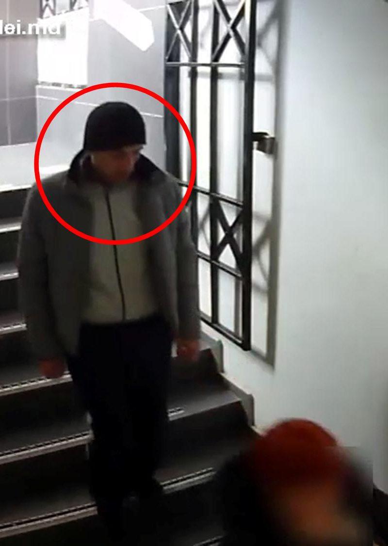 Наглая кража кошелька у женщины в подъезде попала на видео