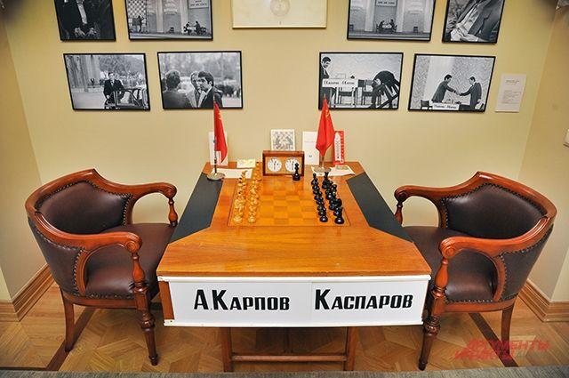 Следите за фигурами. Где находится стол, который расколол шахматный мир?