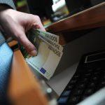Учителя бельцкой профшколы задержали во время получения взятки