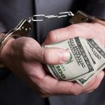 Следователя Инспектората полиции Чекан задержали за взятку в 4 000 евро