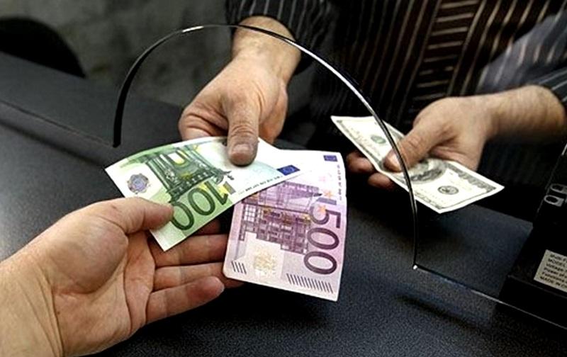 В какой валюте присылают молдаване деньги на Родину