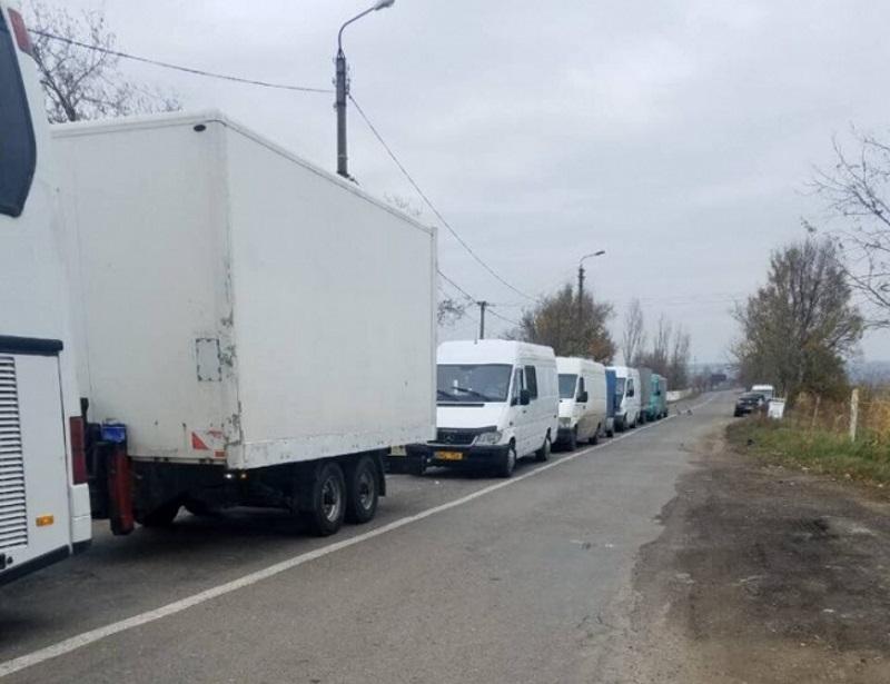 Пассажиры автобуса Кишинев – Рим не могут пересечь пункт пропуска в Кагуле уже более 10 часов (ФОТО)