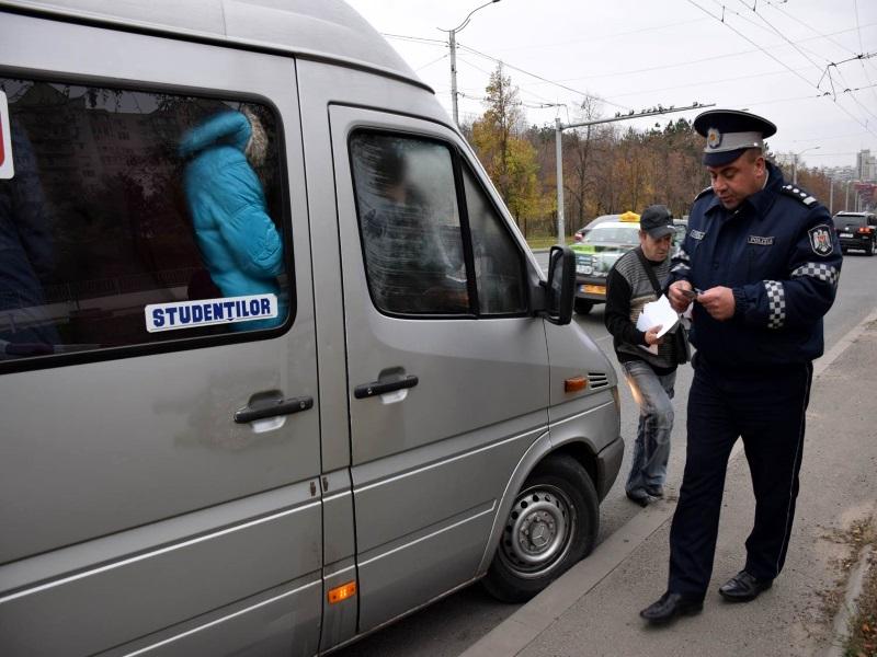 Сотрудники полиции подвергли столичных маршрутчиков проверкам: более 50 водителей оштрафованы (ВИДЕО)