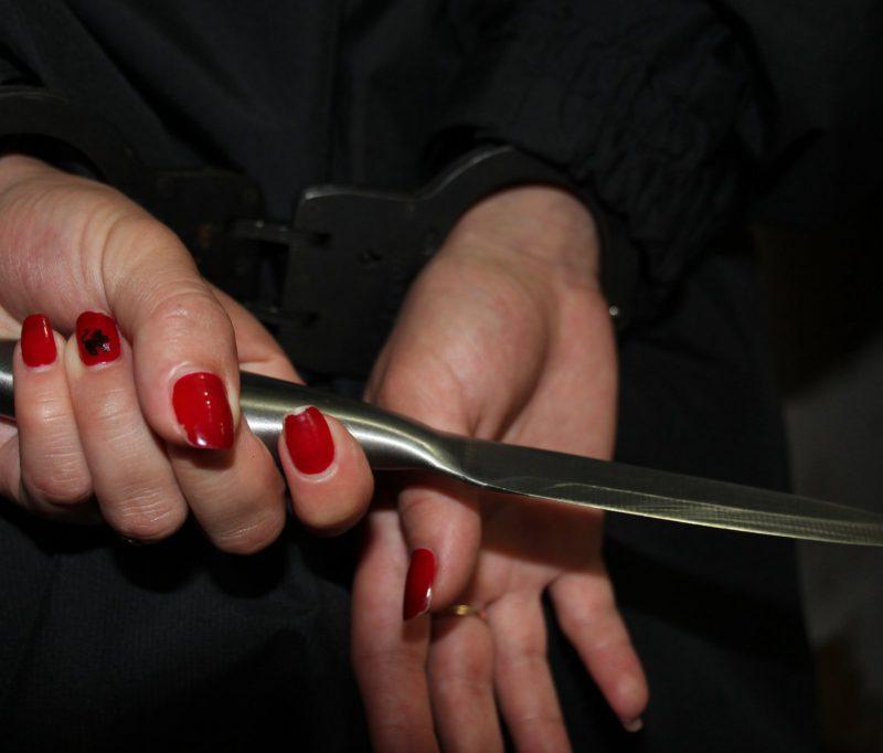 Жительница Приднестровья чуть не зарезала сожителя после просьбы сделать потише музыку
