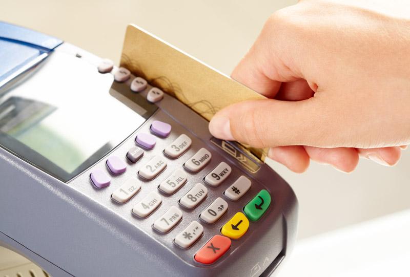 Граждане Молдовы еще не привыкли к оплате картой и предпочитают платить наличными