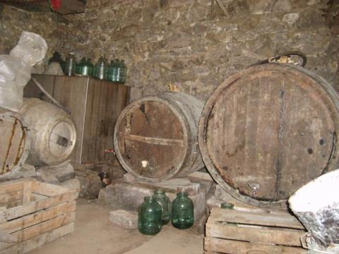 В Кагульском районе два человека скончались от отравления парами вина
