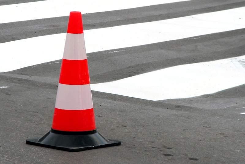 В Кишиневе девушку сбили на пешеходном переходе (ВИДЕО)
