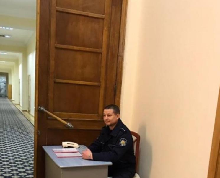 Чебан о полицейском у кабинета Раду: У него будут спрашивать, как пройти в туалет