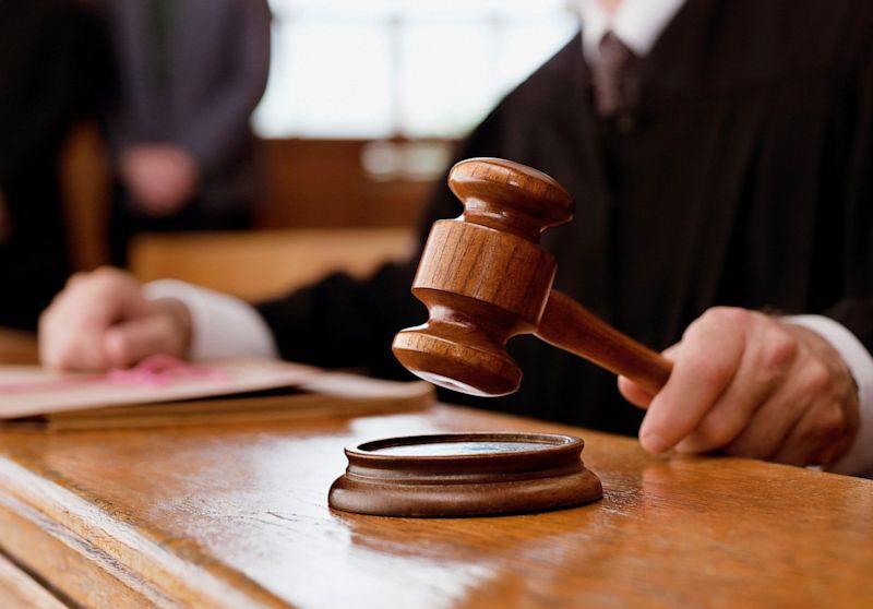 Двум сотрудникам ЖДМ и начальнику отдела Управления полиции грозит тюремный срок за извлечение выгоды из влияния